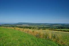 Поля фермы лета на горном склоне северной части штата Нью-Йорка Стоковые Изображения RF