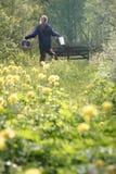 поля цветут счастливое стоковое изображение
