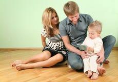 пол семьи сидит стоковое изображение