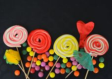 помадка конфеты цветастая Розовые, желтые и зеленые конфеты Стоковая Фотография