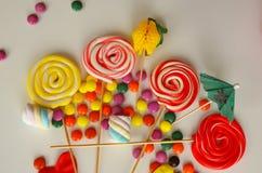 помадка конфеты цветастая Розовые, желтые и зеленые конфеты Стоковая Фотография RF