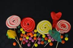 помадка конфеты цветастая Розовые, желтые и зеленые конфеты Стоковые Изображения RF
