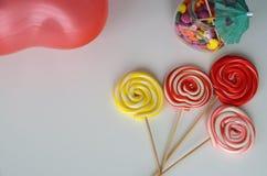 помадка конфеты цветастая Розовые, желтые и зеленые конфеты Стоковое фото RF