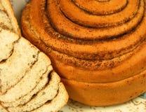 помадка крена конца циннамона хлебопекарни вверх Стоковое Изображение
