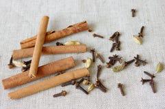 помадка специи пинка циннамона cardamon хлебопекарни Стоковая Фотография