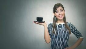 помадка чашки круасанта кофе пролома предпосылки кофе больше времени Перерыв на ланч девушка кофейной чашки Стоковые Фото