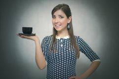 помадка чашки круасанта кофе пролома предпосылки кофе больше времени Перерыв на ланч девушка кофейной чашки Стоковое Изображение RF