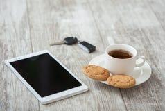 помадка чашки круасанта кофе пролома предпосылки Кофе с закуской Стоковые Изображения