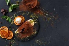Помадка шоколада с anglaise creme и мороженым ванили Стоковые Фотографии RF