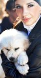 помадка щенка девушки милая стоковое изображение rf