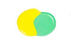 Помарка желтого и зеленого маникюра изолированного на белой предпосылке Стоковые Фото