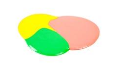 Помарка желтого, розового и зеленого маникюра изолированного на белой предпосылке Стоковые Изображения