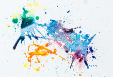 Помарки акварели красочные над белой бумагой Стоковое Фото