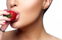 помадка укуса Клубника здорового рта сдерживая Стоковые Изображения