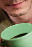 помадка чашки круасанта кофе пролома предпосылки Стоковые Изображения