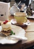 помадка чашки круасанта кофе пролома предпосылки Стоковое фото RF