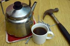 помадка чашки круасанта кофе пролома предпосылки стоковые изображения rf