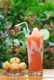 Помеец и лимон коктеила с десертом Стоковые Изображения
