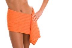 померанцовая обернутая женщина полотенца стоковая фотография rf