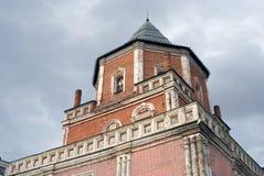 Поместье Izmailovo в Москве Башня моста украшенная керамическими плитками Стоковые Фото