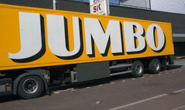 Помечает буквами громоздк на тяжелом грузовике транспортируя еду Стоковое Фото