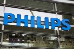 Помечает буквами Philips на здании в Амстердаме Стоковое Изображение RF