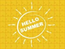 Помечать буквами лето здравствуйте! с предпосылкой головоломки Стоковое Изображение