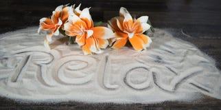 Помечать буквами ослабляет в песке Стоковое Изображение