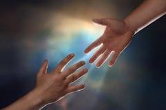 помогать руки стоковые изображения rf