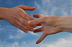 помогать руки Стоковая Фотография