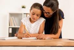 помогая домашняя работа Стоковое Фото