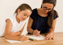 помогая домашняя работа Стоковые Изображения RF