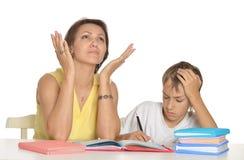 Помогая делая домашняя работа Стоковое Изображение
