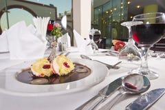 Помойте губкоть десерт крена в ресторане carte la Стоковая Фотография RF