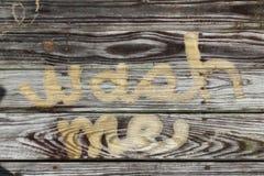 Помойте меня давление концепции помытое в выдержанную древесину Стоковые Фотографии RF