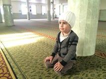 Помолите в мечети стоковые фотографии rf