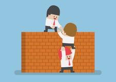 Помощь бизнесмена его друг для того чтобы пересечь кирпичную стену иллюстрация вектора