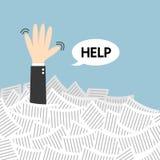 Помощь потребности бизнесмена под много белой бумагой Стоковая Фотография RF