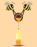 Помощь 2 пчел льет мед к бутылке также вектор иллюстрации притяжки corel Стоковые Изображения RF
