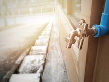 Помощь сохранить воду для помощи наша планета поверните faucet после пользы Стоковые Фотографии RF