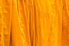 Помытые и повешенные одежды буддийских монахов Стоковые Фото