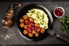помятые картошки meatballs стоковые фото