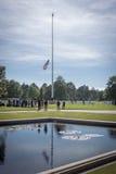 Понижать американский флаг, Нормандия Стоковое Фото