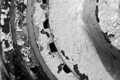Понизьте близко вверх облупленной краски и ржавчины на сельско-хозяйственной технике стоковые фотографии rf