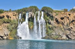 Понизьте водопад Duden, водопад ` s мира самый большой, пропуская сразу в открытое море стоковое фото