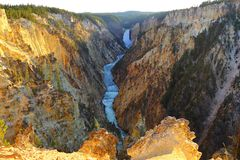 Понизьте пункт художника падений, гранд-каньон национального парка Йеллоустона, Вайоминга, США стоковое фото rf