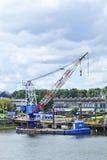 Понтон крана в порте Роттердама. Стоковые Фото
