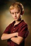 Понятый 10-ти летним мальчиком смотрит неработающе внимательно Стоковая Фотография