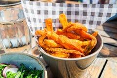 Пообедайте с салатом от зажаренного брокколи и испеченных фраев сладкого картофеля Стоковые Фотографии RF