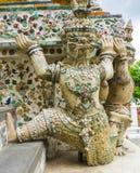 Попечитель демона поддерживая висок Wat Arun, Таиланд Стоковое Изображение